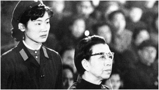محاکمەی خانم جیانگ چینگ، همسر مائوتسەتونگ در دادگاە